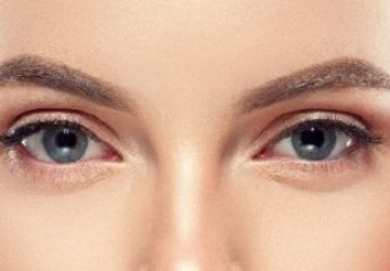 Mujer cejas